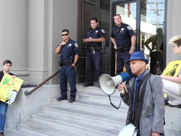 Benito Santiago speaks out against his eviction at a rally that disturbed Vanguard Realty
