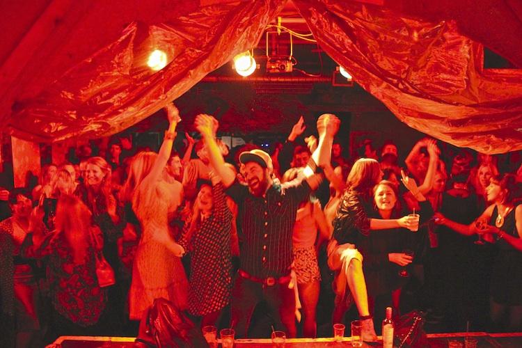 Fleetmac Wood celebrates Fleetwood Mac