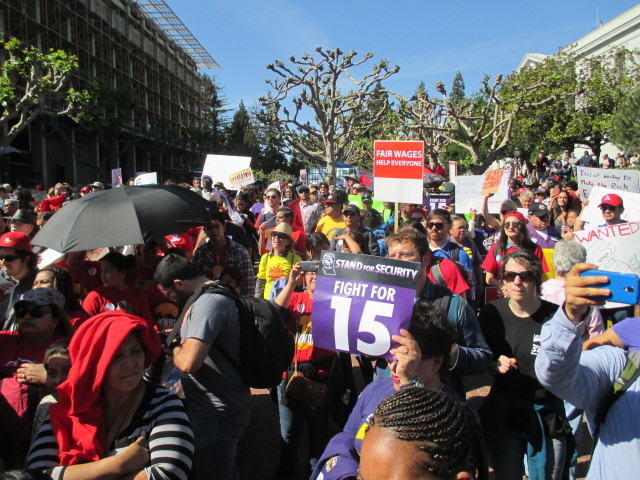 At  least 2,000 people rallied in Berkeley to support fast-food workers