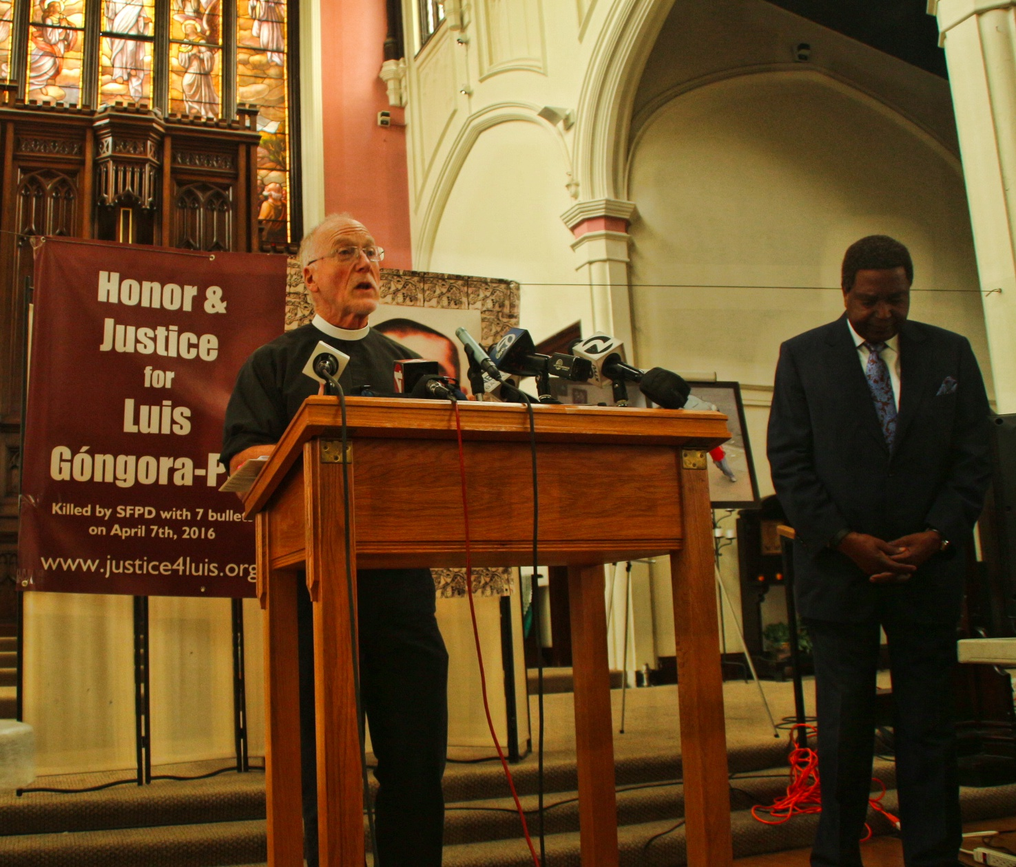 Father Richard Smith speaks at St Johns Episcopal Church on Friday as lawyers present evidence in Luis Gongora case. Photo by Sana Saleem