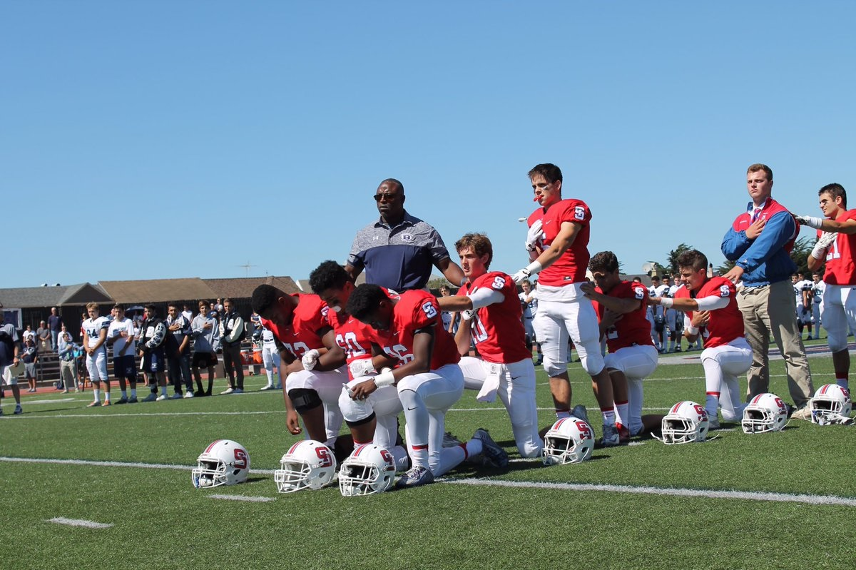 SI players take a knee during the national anthem.