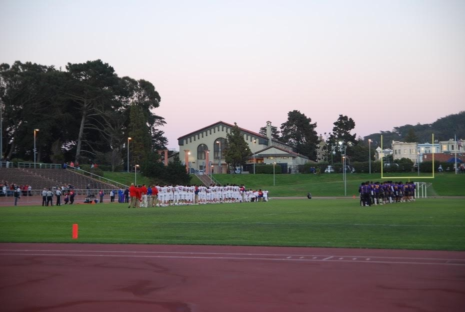 The teams line up, with the leaders at SI taking the knee. Photo by Brigid Litster